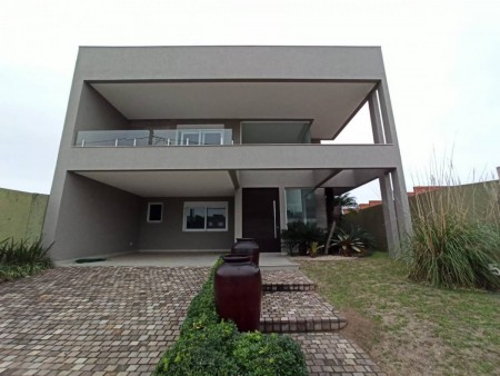 Casa em Condomínio 4 dormitórios em Capão da Canoa   Ref.: 5412