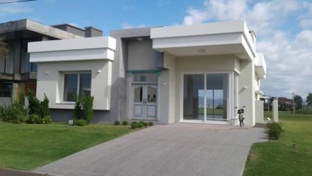 Casa em Condomínio 4 dormitórios em Xangri-lá | Ref.: 5817