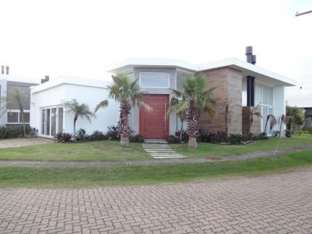 Casa em Condomínio 4 dormitórios em Capão da Canoa | Ref.: 7135