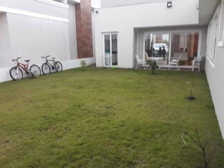Casa em Condomínio 3 dormitórios em Capão da Canoa | Ref.: 7647