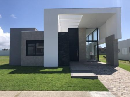 Casa em Condomínio 4 dormitórios em Capão da Canoa | Ref.: 8073