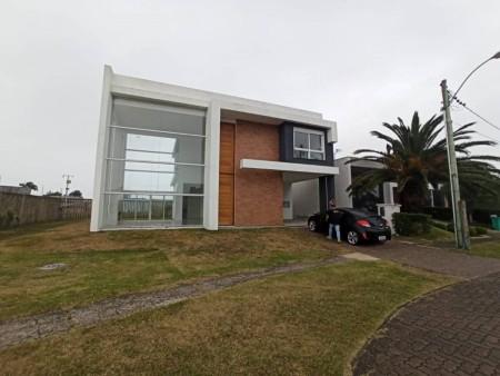 Casa em Condomínio 4 dormitórios em Capão da Canoa   Ref.: 8082