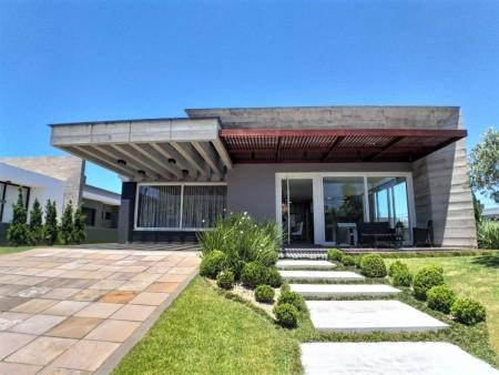 Casa em Condomínio 4 dormitórios em Capão da Canoa | Ref.: 8235