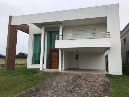 Casa em Condomínio 4 dormitórios em Xangri-lá   Ref.: 8569