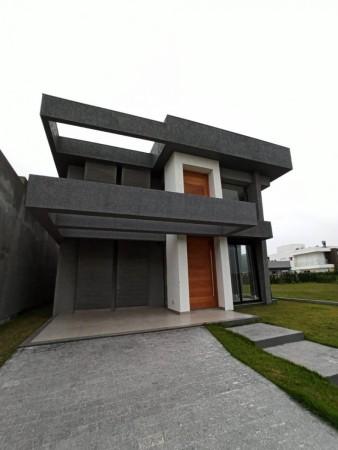 Casa em Condomínio 4 dormitórios em Capão da Canoa   Ref.: 8575