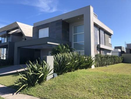 Casa em Condomínio 4 dormitórios em Capão da Canoa   Ref.: 8732