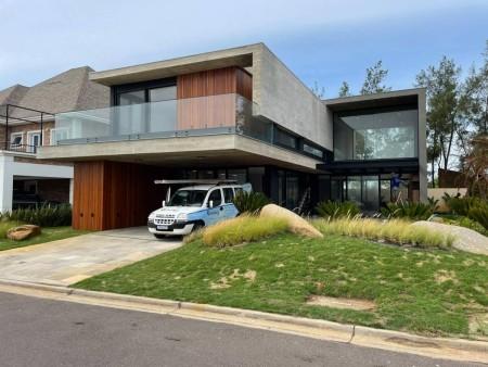 Casa em Condomínio 5 dormitórios em Xangri-lá | Ref.: 9574
