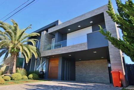 Casa em Condomínio 4 dormitórios em Xangri-lá | Ref.: 9648